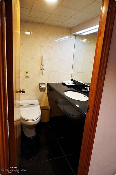 澳門平價住宿 盛世酒店 交通方便 寬敞舒適、還有泳池 讓度假更加享受 機場DSC05772.JPG