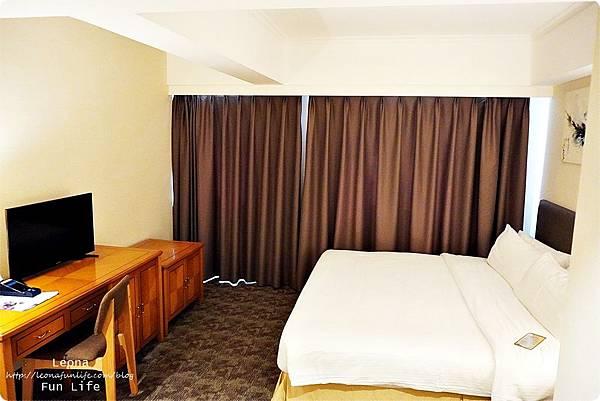 澳門平價住宿 盛世酒店 交通方便 寬敞舒適、還有泳池 讓度假更加享受 機場DSC05777.JPG