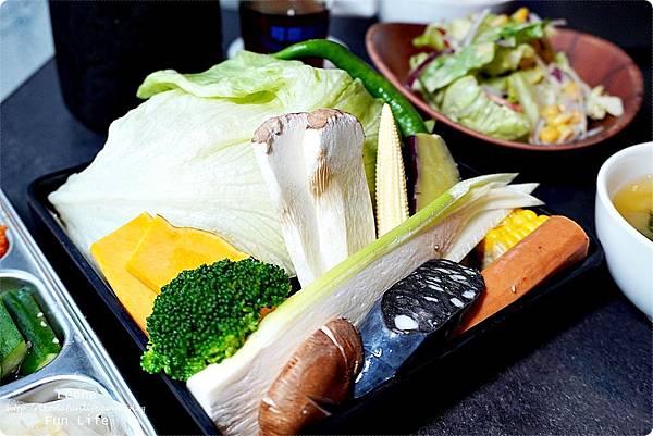 台中燒肉 肉多多超市燒肉台中大墩店 雙人燒肉組 台中燒烤 舒肥牛小排 伊比利豬 DSC00646.JPG