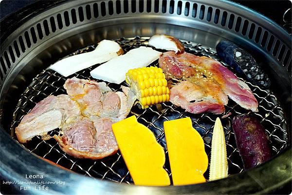 台中燒肉 肉多多超市燒肉台中大墩店 雙人燒肉組 台中燒烤 舒肥牛小排 伊比利豬 DSC00703.JPG