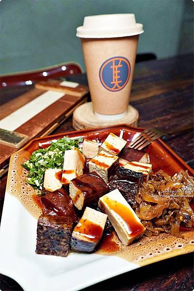 台中北區咖啡廳其美咖啡-懷舊復古系網美風格,古早味清冰配咖啡 再來份蒸奶 滷味更對味 其美不動產DSC06352.JPG