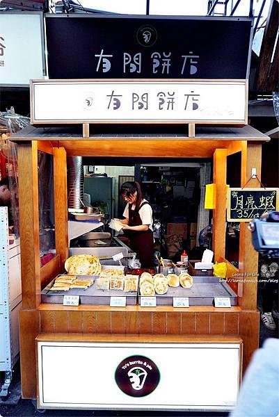 一中街銅板美食 下午茶點心月亮蝦餅 餡餅 韭菜盒子 傳統小吃 麵食 泰式料理 學生美食 平價 有間餅店DSC05489.JPG