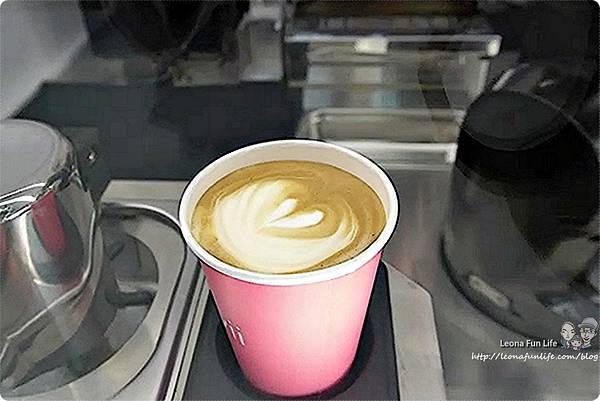 台中飲料店 台中咖啡 草悟廣場 無人咖啡 Rovii Coffee 機械手臂咖啡 勤美咖啡 機械人 機器人咖啡機  rovii咖啡亭  勤美 自動 咖啡機 拿鐵 拉花 咖啡豆1.jpg
