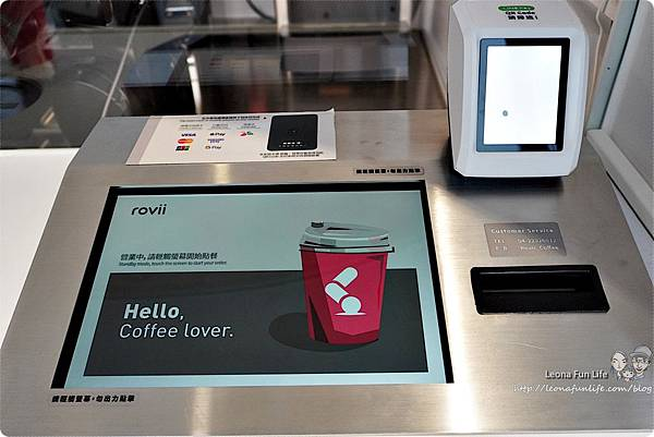 台中飲料店 台中咖啡 草悟廣場 無人咖啡 Rovii Coffee 機械手臂咖啡 勤美咖啡 機械人 機器人咖啡機  rovii咖啡亭  勤美 自動 咖啡機 拿鐵 拉花 咖啡豆DSC02663.JPG
