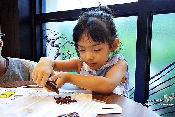 南投景點推薦 妮娜巧克力夢想城堡 Diy 菜單 變裝 衣服 南投景點餐廳 親子一日遊 巧克力 伴手禮 城堡 拍照景點 網美景點 IG打卡 埔里景點 埔里餐廳DSC02469.JPG
