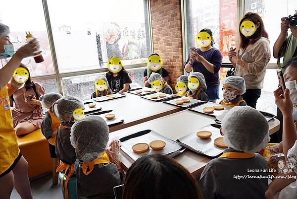 麥當勞 故事屋 故事書 免費聽故事  麥當勞 親子活動 童樂會 麥當勞玩具 全台免費活動 麥當勞小小經理人 麥當勞小小經理人DSC05870.JPG