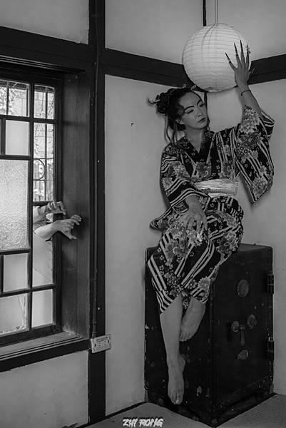 台中客製化藝術照拍攝資深造型師設計搭配國際級藝術美甲,還有和洋服飾租借,搭配專業攝影師,拍出專屬風格50119594902_c6fed60558_o.jpg