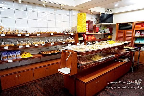 台中第三市場美食 台式馬卡龍 榮記餅店菜單  榮記餅店月餅 牛粒推薦 兩相好 起酥蛋糕 台中糕餅老店1DSC05346.JPG