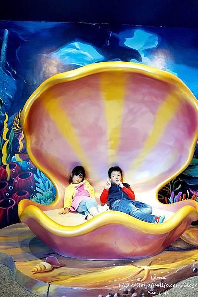 期間限定花蓮遠雄海洋公園-銀白飄雪聖誕季、歡樂遊行、雪屋玩雪,還有美人魚共舞喔!花蓮景點1DSC09281.JPG