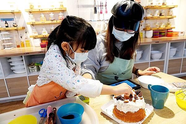 零基礎也能做蛋糕小朋友親手做爸爸的生日蛋糕,娛樂兼學習,禮物更加有意義喔!台中做蛋糕自己做蛋糕Home.焙小日子大魯閣新時代店1DSC02317.JPG