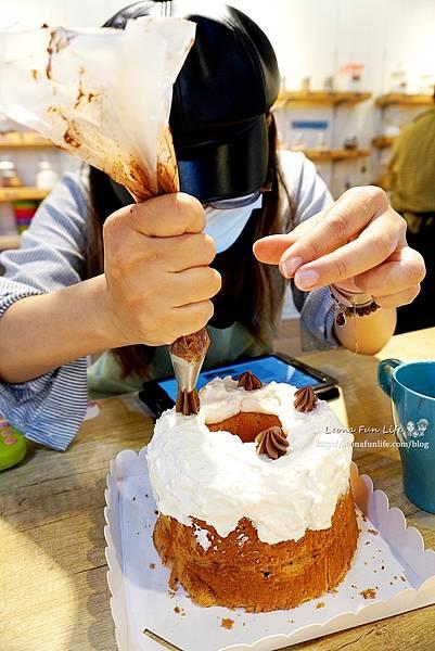 零基礎也能做蛋糕小朋友親手做爸爸的生日蛋糕,娛樂兼學習,禮物更加有意義喔!台中做蛋糕自己做蛋糕Home.焙小日子大魯閣新時代店1DSC02311.JPG