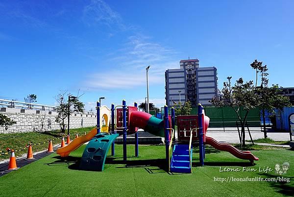台東親子景點東海運動公園-太平溪旁享受陽光綠地的休閒好去處,還有桌球館、羽球館、籃球場喔!!免費景點DSC03861.JPG