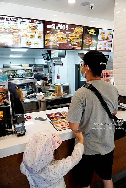 限時優惠漢堡王BurgerKing牛肉漢堡、雞塊買一送一,還有肉肉控最愛的超級重磅四層牛肉花生粽(重)喔!!DSC01619.JPG