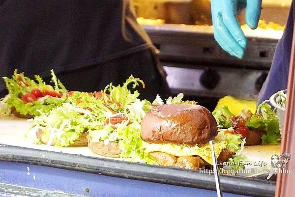 超人氣手工漢堡餐車全台巡迴中CHOCOBear 巧克熊環島餐車-厚實料多巧克漢堡,想吃就要認真排!!!DSC03490.JPG