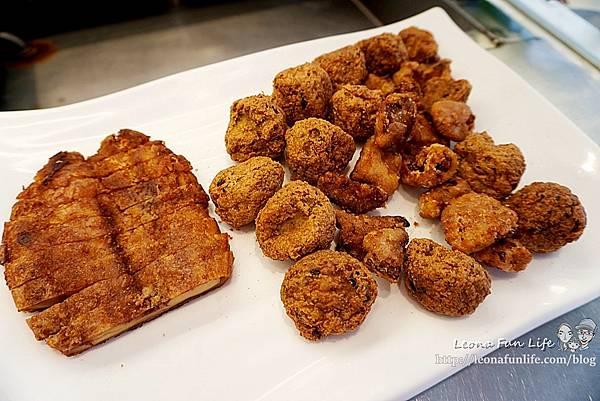 東平蔬食自助餐-清爽不油膩、菜色豐富的素食自助餐,想吃什麼自己夾台中太平素食推薦DSC04335.JPG