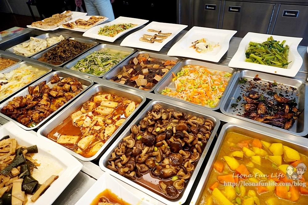 東平蔬食自助餐-清爽不油膩、菜色豐富的素食自助餐,想吃什麼自己夾台中太平素食推薦DSC04336.JPG
