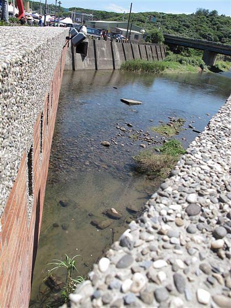 20100926 風箏節 橋邊.JPG