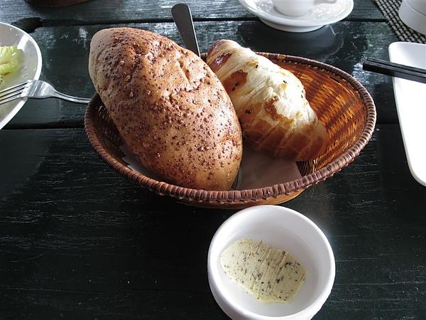TINA廚房~!!雜糧麵包 牛角麵包和香草奶油