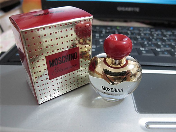 moschino 櫻桃心.JPG