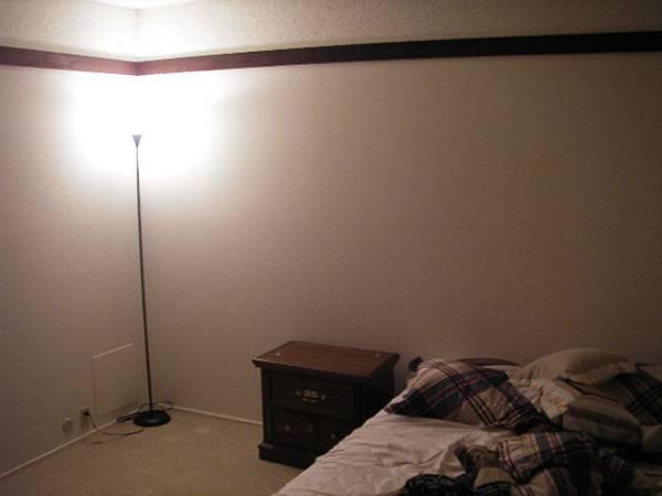 房間有燈了哦耶