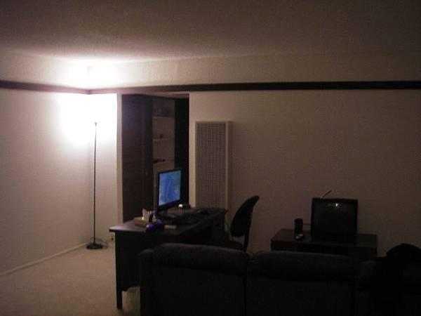 客廳有燈了
