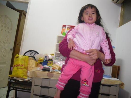 2012.02.11-02小小希這套衣服好可愛