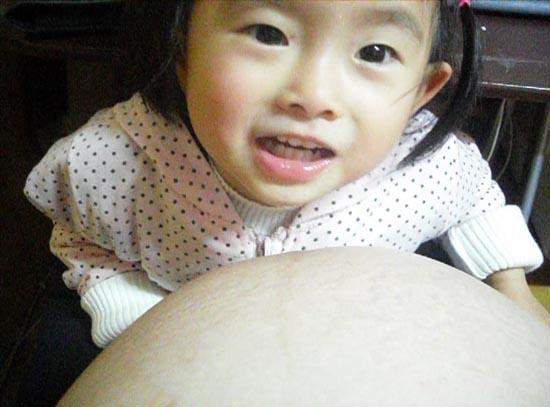 2012.03.05-01摸媽咪肚子