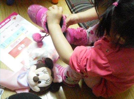 2012.04.02-02穿鞋子