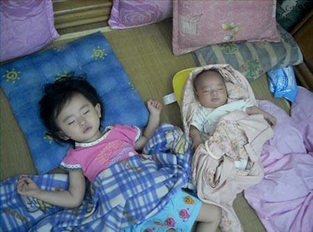 2012.06.09-08睡著的兩寶