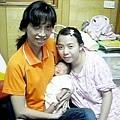 2012.05.12-02鈞媽抱小小齊跟我合照