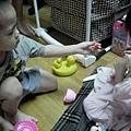 2012.05.25-03小薇跟小謙玩