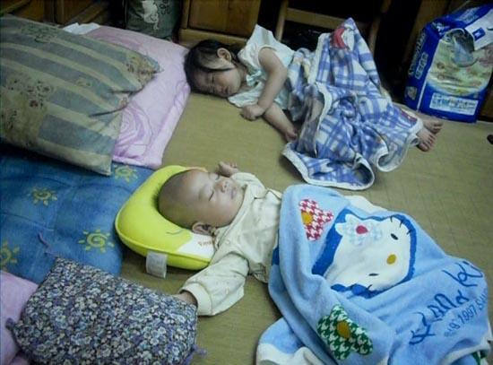 001.兩個寶貝在睡覺