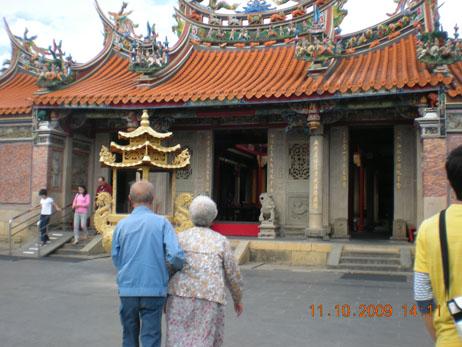 2009.10.11-03帶外婆外公去義民廟走走