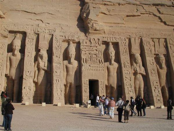 Abu Simbel右側愛妻墓4(2007.03.18).JPG