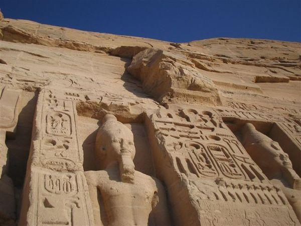 Abu Simbel右側愛妻墓7(2007.03.18).JPG