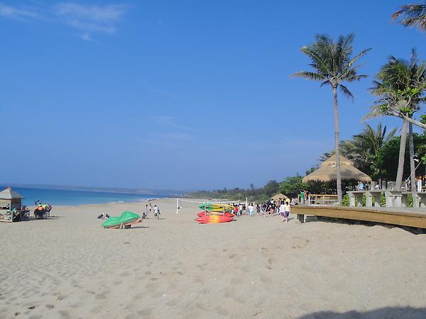 夏都旁的海灘