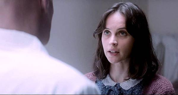felicity-jones-in-the-theory-of-everything-movie-12