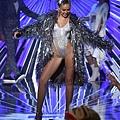 Miley-Cyrus-Outfits-VMAs-2015