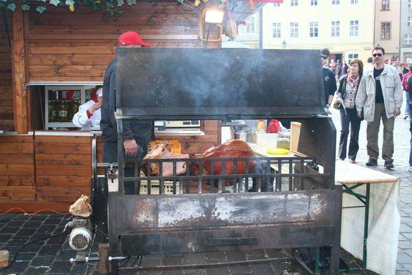 布拉格廣場的烤豬.JPG