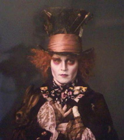 Johnny-Depp-as-the-Mad-Hatter-Tim-Burton-Alice-in-Wonderland.jpg