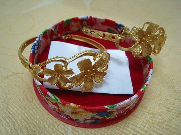 我結婚要戴的黃金花手鐲