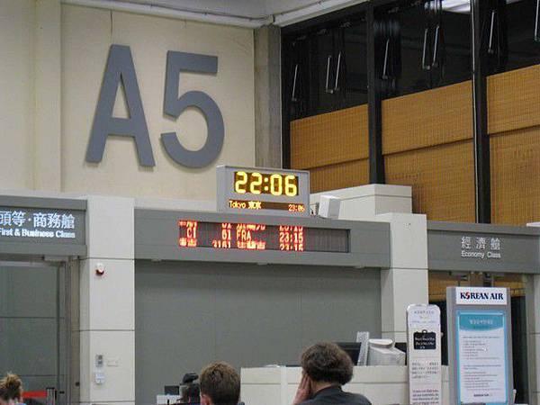 登機門,晚上十一點多的飛機