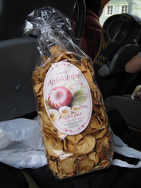 在海德堡市區的麵包店買的蘋果乾