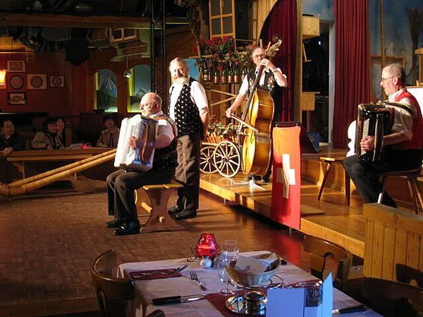 餐廳的民族音樂表演