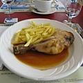 今日的主餐:雞腿和炸薯條