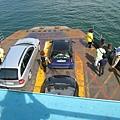 跟旗津渡輪有點像,車子可以直接開上船
