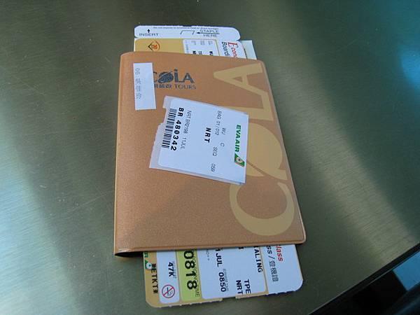 一早到機場拿到熱騰騰的機票