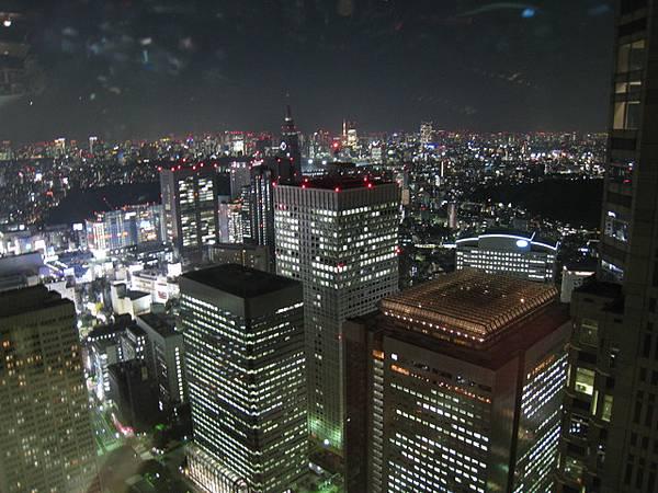 第一天晚上就衝到東京都廳看夜景
