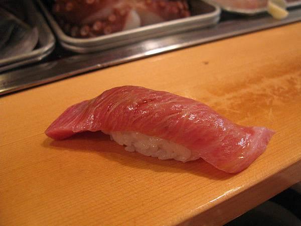 接著是鮪魚肚肉,超滑嫩