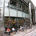 六本木大樓旁的Starbucks